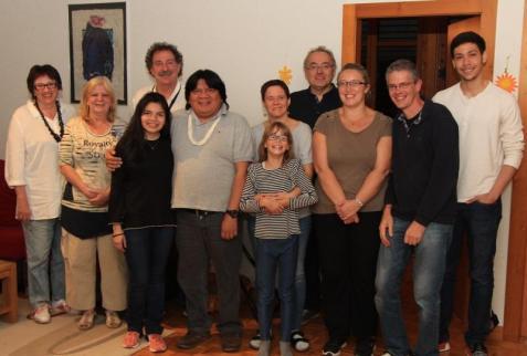 De gauche à droite: Patricia Soerensen, Marlyse Schaer, Thomas Pizer, Almir Surui, Vanessa Sintz, Pierre Alain Heubi, Sylvie L'Eplattenier et Jaques Ferreira à Peseux.